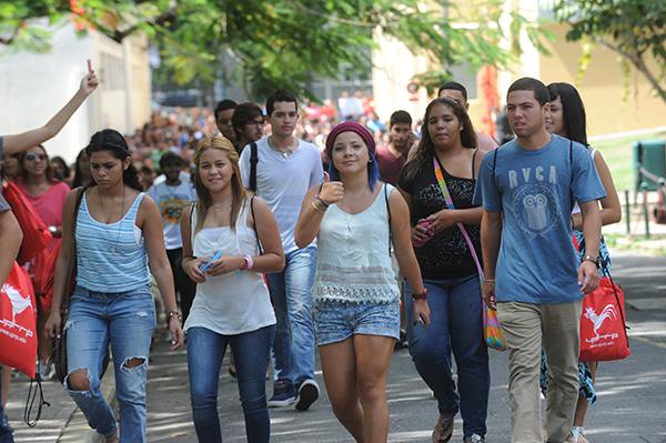 Estudiantes en la UPR (Ricardo Alcaraz/ Diálogo)