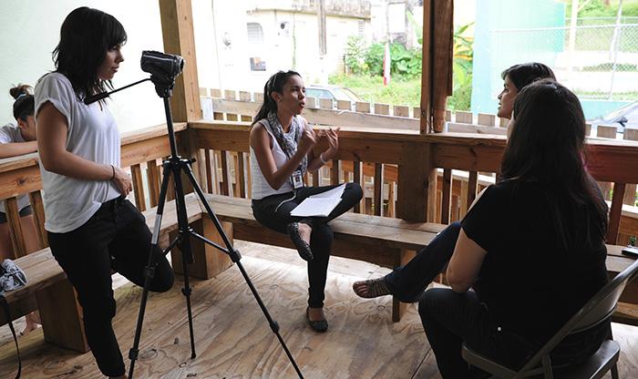 Janice Mejías y Zoan Dávila trabajando para Diálogo (Ricardo Alcaraz / Diálogo)