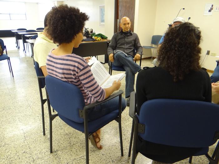 Jóvenes participan de terapia TCCD en el Recinto de Río Piedras. (Suministrada)