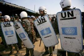 Las fuerzas de paz de la misión de la ONU en República Democrática del Congo (Monuc) brindan seguridad en un juicio. Varios miembros del personal del foro mundial fueron asesinados en el país africano en los últimos años. (Martine Perret/ONU).