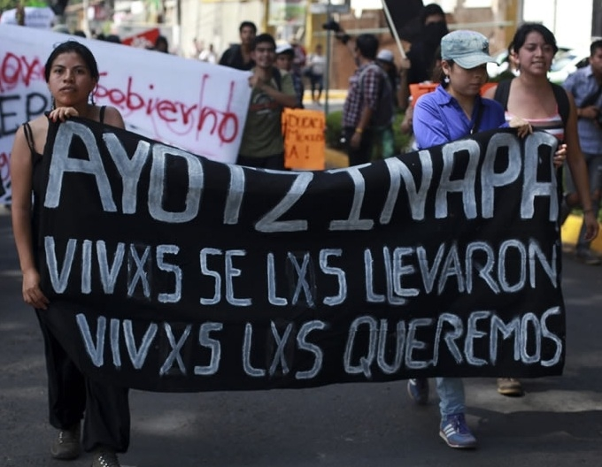 Campesinos, pobres e indígenas. Esas son las señas de identidad de los estudiantes desaparecidos y sus parientes que los buscan incansablemente.