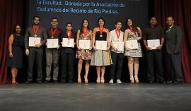 Algunos de los estudiantes premiados. (Ricardo Alcaraz/Diálogo)