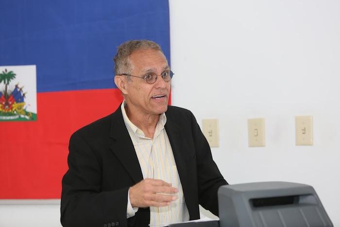Dr. Edwin Quiles, autor de El Haitiano que hablaba inglés. (Suministrada)