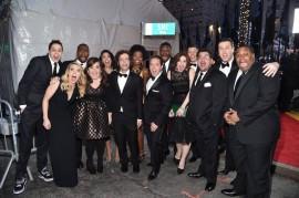 El elenco actual a su llegada a la alfombra roja del evento. Foto de Facebook