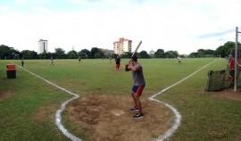 El equipo de softbol los Barbudos de Sociales practicando