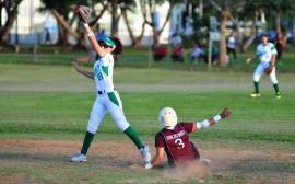 Las Juanas del Colegio defendieron su invicto al derrotar 3-2 a las Cocodrilas de la UMET. (Luis D. Sanchez Suministrada)
