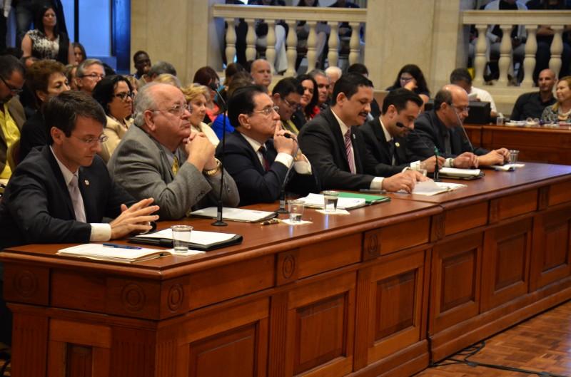 Presidentes de las instituciones universitarias presentaron sus ponencias a favor y en contra de la implementación del IVA en la educación superior. (David D. Pérez Aponte / Diálogo)