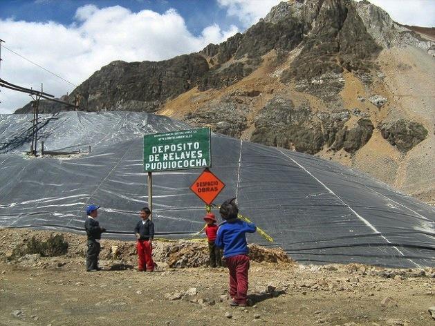Niños expuestos a la contaminación de la industria minera en Perú. Crédito: Milagros Salazar/IPS