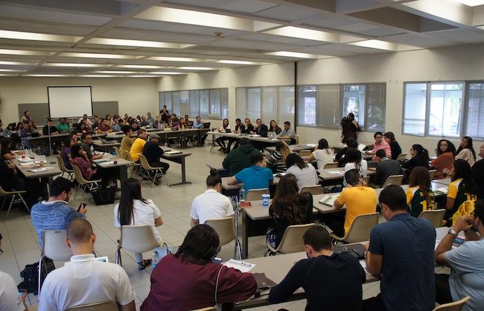 El colectivo Universitarios por la Educación se dispone a marchar en contra del Impuesto sobre Valor Agregado el próximo jueves, 5 de marzo. En la foto, representantes estudiantiles de diversas universidades de la Isla.