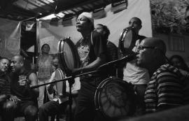 Panderada en Santurce. (Ricardo Alcaraz/Diálogo)