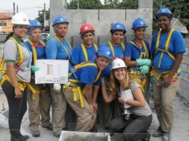 Trabajadoras de la construcción de la ciudad brasileña de Río de Janeiro. Al ritmo de progreso actual, solo en 75 años más, las mujeres cobrarán lo mismo que los hombres por igual trabajo. Crédito : Fabiana Frayssinet/IPS
