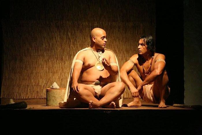 Teatro experimental para el disfrute del público puertorriqueño. Imagen la de la obra: Agüeybaná el Bravo de Ricardo Magriñá.