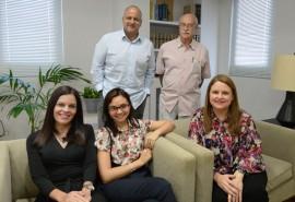 Experimentados periodistas y comunicadores conforman el grupo de cinco miembros, que incluye una representante estudiantil por primera vez en la historia del periódico. (Ricardo Alcaraz / Diálogo)