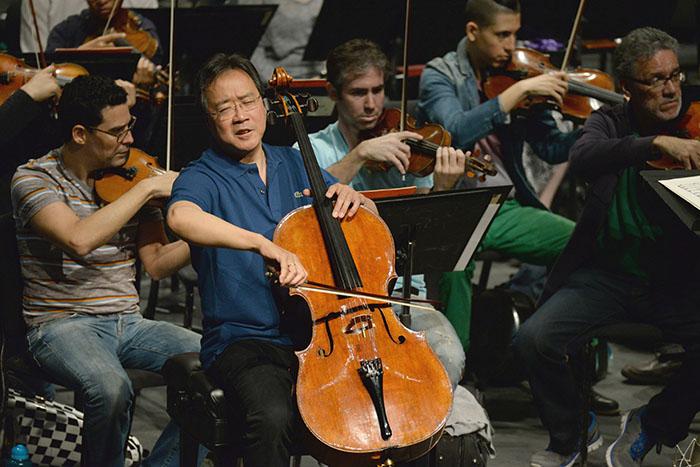 Escena del ensayo de Yo Yo Ma con la Orquesta Sinfónica. (Ricardo Alcaraz/Diálogo)