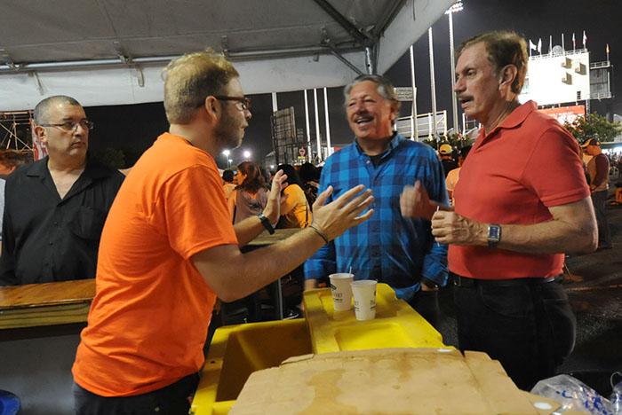 El Festival de Claridad vivido desde adentro, atendiendo a gente contenta entre Medallas, Magnas, Mojitos, vodka con toronja y  billetes empapados.  (Ricardo Alcaraz / Diálogo)