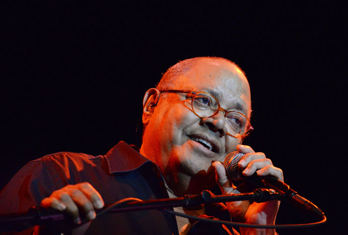 Pablo Milanés, en el Teatro de la UPR. (Ricardo Alcaraz / Diálogo)