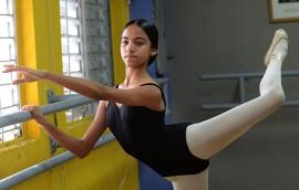 La joven bailarina de ballet necesita unos $1,500 para completar el financiamiento de su participación en el programa de verano 2015 de la School of American Ballet en la ciudad de Nueva York. (Ricardo Alcaraz / Diálogo)