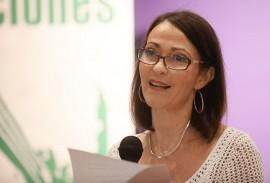 La profesora de la Escuela de Comunicación de la UPR, Lourdes Lugo-Ortiz presentó el pasado miércoles su más reciente libro, El espectáculo de lo real: noticia, actantes y (tele)periodismo en el siglo XXI. (Ricardo Alcaraz / Diálogo)
