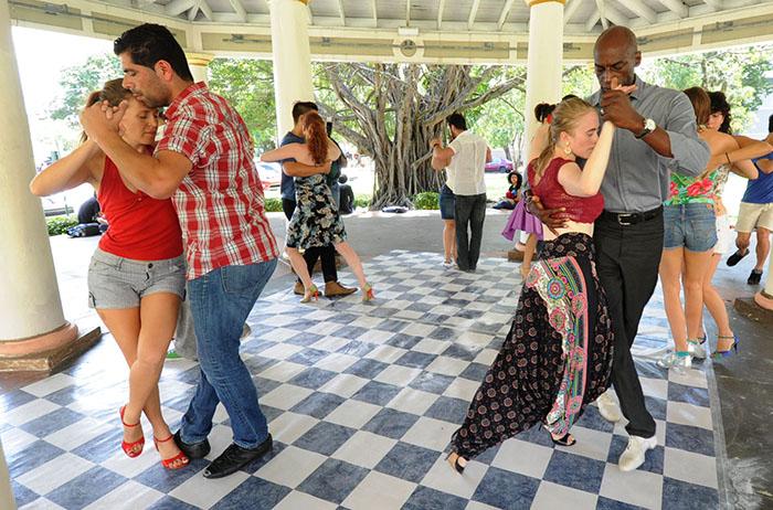Presentación de Y entonces tango, en la Glorieta Santiago Vevé (Fotos Ricardo Alcaraz_Diálogo)