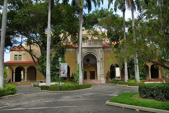 """El Teatro de la Universidad de Puerto Rico está ubicado en el Cuadrángulo Histórico del Recinto de Río Piedras de la UPR, conocido por los estudiantes como """"la placita de Humanidades"""". (Ricardo Alcaraz / Diálogo)"""