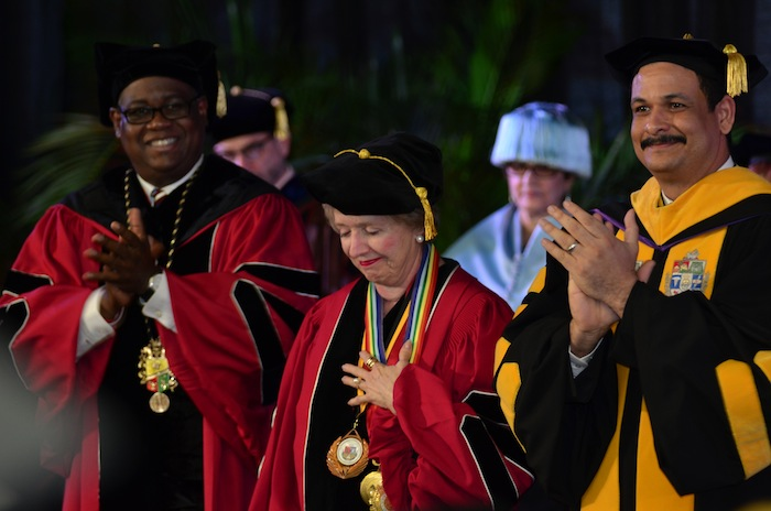 Las doctoras Mercedes López- Baralt, Amparo Morales Seguí y Raquel Seda Rodríguez recibieron el mayor grado que se puede conceder a un profesor de la Universidad de Puerto Rico por su trayectoria académica y su labor a favor de la institución y el País. (David Pérez / Diálogo)