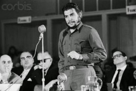"""Ernesto """"Che"""" Guevara durante el pronunciamiento de su famoso discurso en 1961 como delegado de Cuba en el Consejo Interamericano Económico y Social, celebrado en Uruguay. 54 años más tarde, Cuba volverá a participar de una cumbre continental, esta vez en Panamá. (Suministrada)"""