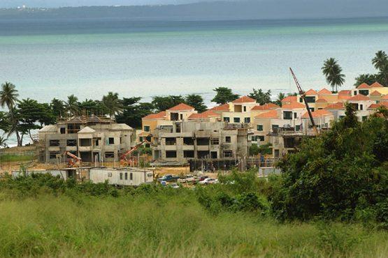 Proyecto de infraestructura en las costas de Rincón en octubre de 2005 (Ricardo Alcaraz / Diálogo)