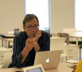 El portal digital fue fundado por el profesor y periodista Luis Fernando Coss. (Juan Carlos Castillo / Diálogo)