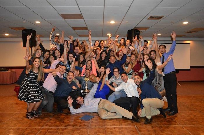 Estudiantes de biología del Recinto Universitario de Mayagüez celebran sus logros. (Suministrada)