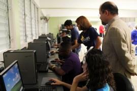 UPR Humacao dona computadoras (Suministrada)