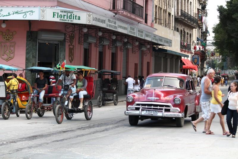 Muchos cubanos consideran que la apertura de relaciones entre EE.UU. y Cuba beneficiará a su Isla, mientras que otros creen que no va a haber cambio alguno. (Michelle Estades)