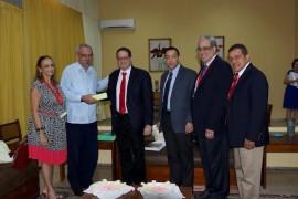 La delegación del RCM con el rector de la Universidad de Ciencias Médicas de La Habana, el doctor Jorge González Pérez (el segundo de izquierda a derecha). (Suministrada)