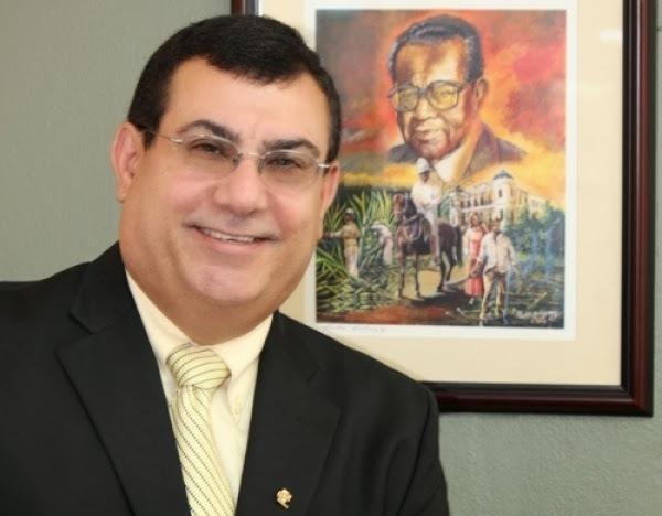 El doctor Nelson Arnaldo Vera Hernández dijo que el objetivo que persigue el programa de ofrecer tutorías en las escuelas públicas del País y lograr que estas salgan del plan de mejoramiento es una acción loable.  (Suministrada)