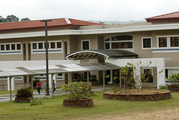 Biblioteca de la UPR en Utuado/abril 2010
