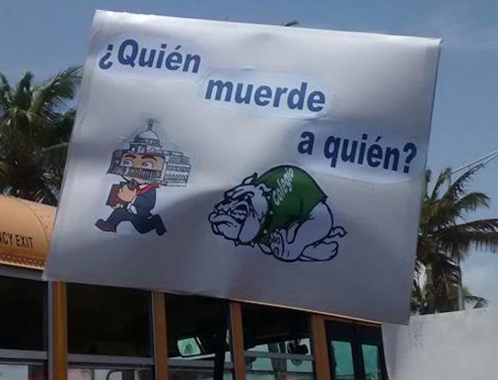 Pancarta de los estudiantes del Recinto Universitario de Mayagüez
