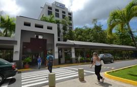 Entrada principal del recinto de Carolina de la UPR. (Foto por Ricardo Alcaraz-Diálogo)