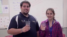 Jennifer Gil y su mentor, Abelardo Colón, fueron parte de la competencia Tiny Science. Big Impact. Cool Videos. llevada a cabo por la Iniciativa de Nanotecnología Nacional (NNI por sus siglas en inglés) (Suministrada)