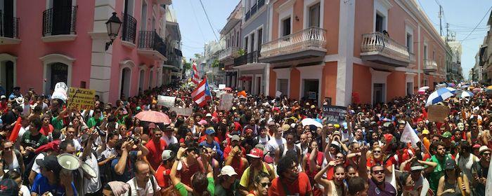 La manifestación se realiza como parte de la intención del gobierno de reducir $166 millones al presupuesto de la UPR. (David Pérez / Diálogo)