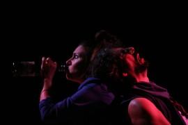Kisha Tikina Burgos y Ernesto Concepción protagonizan la pieza absurda de Tere Marichal. (William Vázquez)