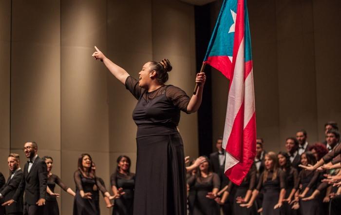 Coro de la Universidad de Puerto Rico en Cayey interpretando Latinoamerica de Calle 13. (Ivana Alonso)