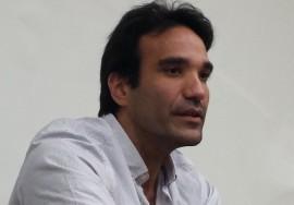Guillermo Rebollo Gil (San Juan, 1979) divide su tiempo entre enseñar y escribir. (Suministrada)