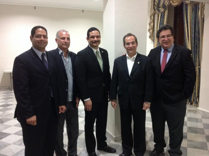 De izquierda a derecha: Alexis Fresse (Secretario adjunto Dept. Estado), Humberto Malavé (prof. UPRC), Uroyoán Walker Ramos (Presidente de la UPR), Marvin Burt (fundador de la  Fundación Paraguaya) y Mario Medina (Rector UPRC), (José Coss Charriez/ Diálogo)