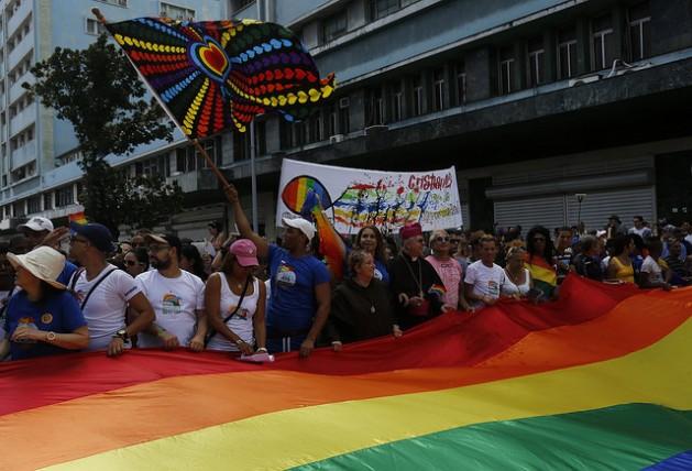 Integrantes de asociaciones religiosas y activistas de la comunidad LGBTI participan en la capital de Cuba en una conga por la diversidad sexual, durante la VIII Jornada contra la Homofobia y la Transfobia, celebrada entre el 5 y el 16 de mayo. Crédito: Jorge Luis Baños/IPS