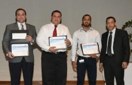 Los investigadores Manuel Torres, Giam Vega y Jorge Cosme, con el doctor Ramón González, decano de Asuntos Académicos del RCM. (Suministrada)
