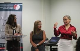 De izquierda a derecha, la estudiante Melanie Figueroa, Yanira Torellas, presidenta de Quality Consulting Group y la doctora Karen Orengo, catedrática de la UPR-RP. (Ronald Ávila Claudio/Diálogo)