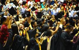Los búhos celebraron el día de ayer su graduación en el Humacao Arena. (Leslyan Santiago/UPR Humacao)