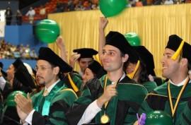 Graduandos de la Escuela de Medicina del RCM. (David Cordero Mercado / Diálogo)