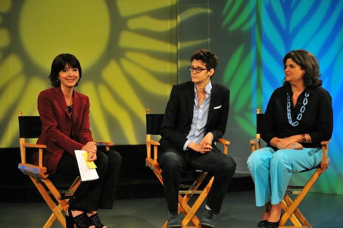 De izquierda a derecha, la licenciada Cecille Blondet, presidenta de la Corporación de Puerto Rico para la Difusión Pública; Rita Indiana, creadora de Playa Vida; y la Sra. Carmen Guerrero, secretaria del Departamento de Recursos Naturales y Ambientales de Puerto Rico.