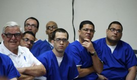 Fernando Picó junto a confinados participantes del proyecto educativo. (Suministrada)
