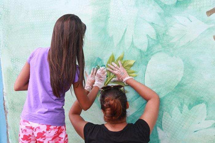 "La artista Vero Rivera fue inspirada por la obra ""Mangle de salinas"" se la distinguida Myrna Báez. (Suministrada)"